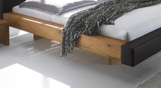 Hochwertiges Bett Mataro mit Quertraversen in Schwebe-Optik