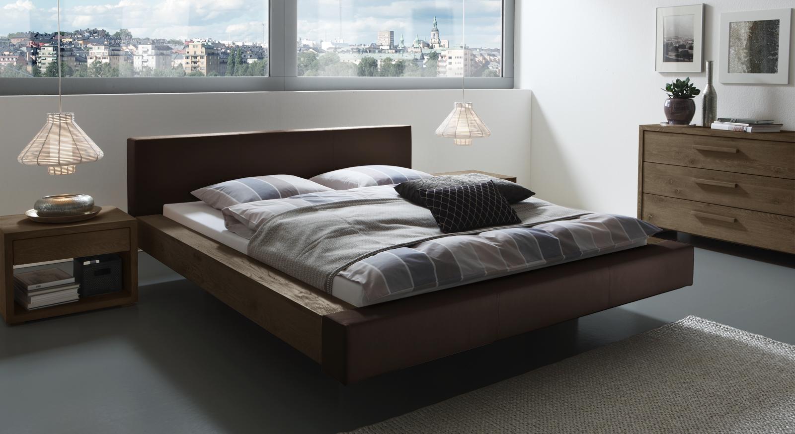 wildeiche bett mit modernem kunstleder bett mataro. Black Bedroom Furniture Sets. Home Design Ideas