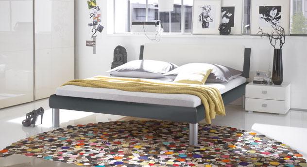 Bett mendo mit 20cm Fußhöhe - Ein Blickfang in Anthrazit