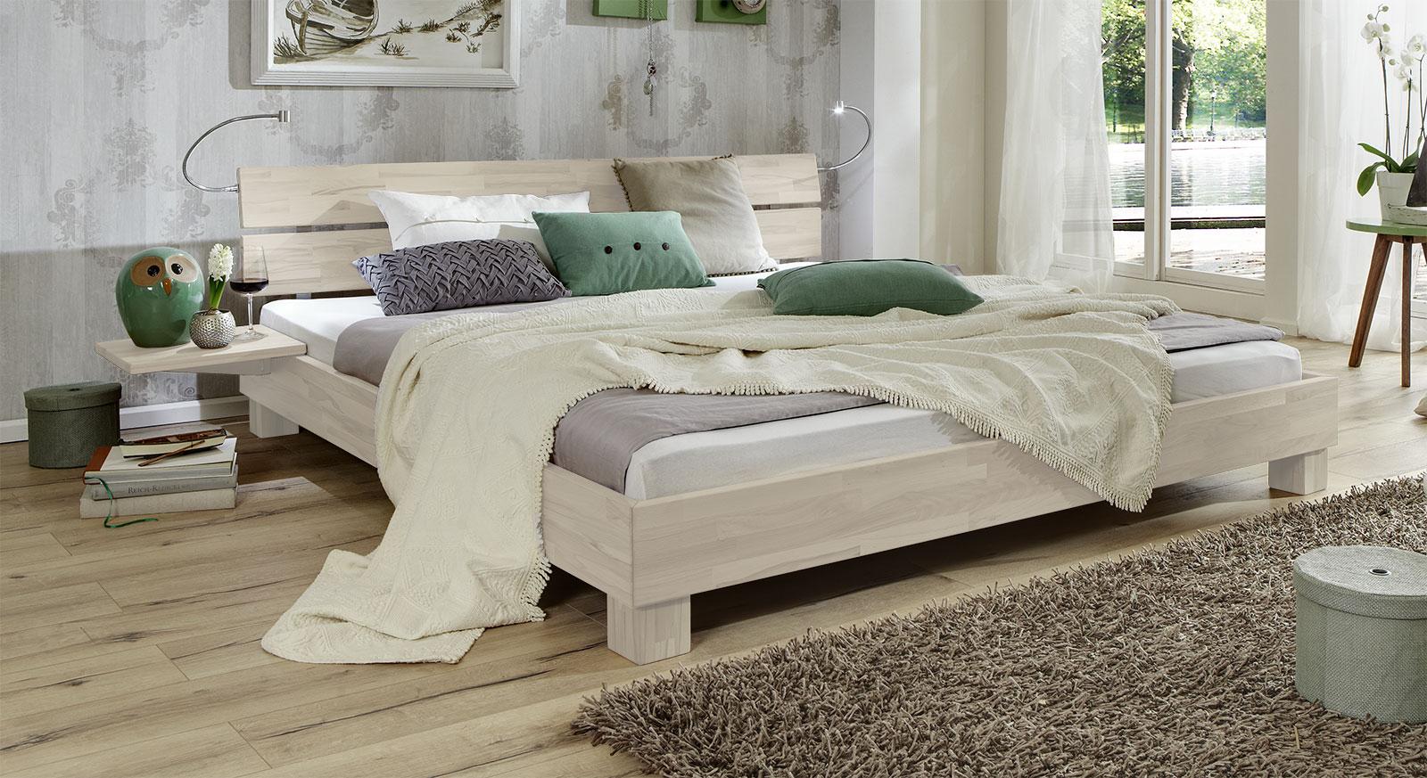 Bett Mera aus Massivholz in Buche weiss