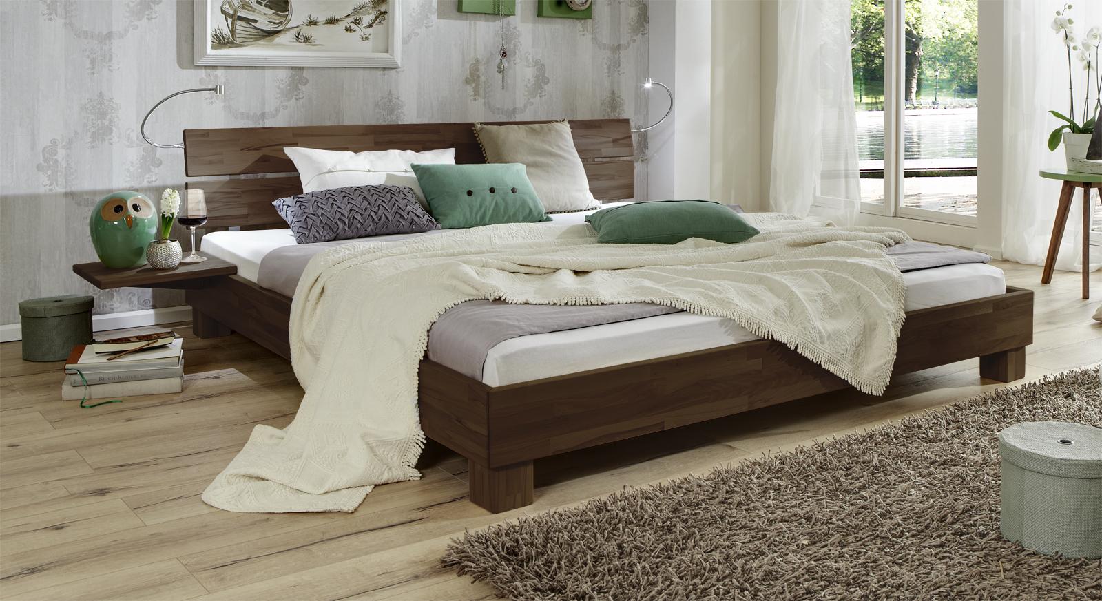 Bett Mera aus Massivholz in Buche wengefarben