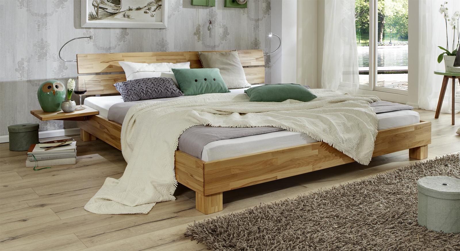 Bett Mera aus Massivholz in Kernbuche natur