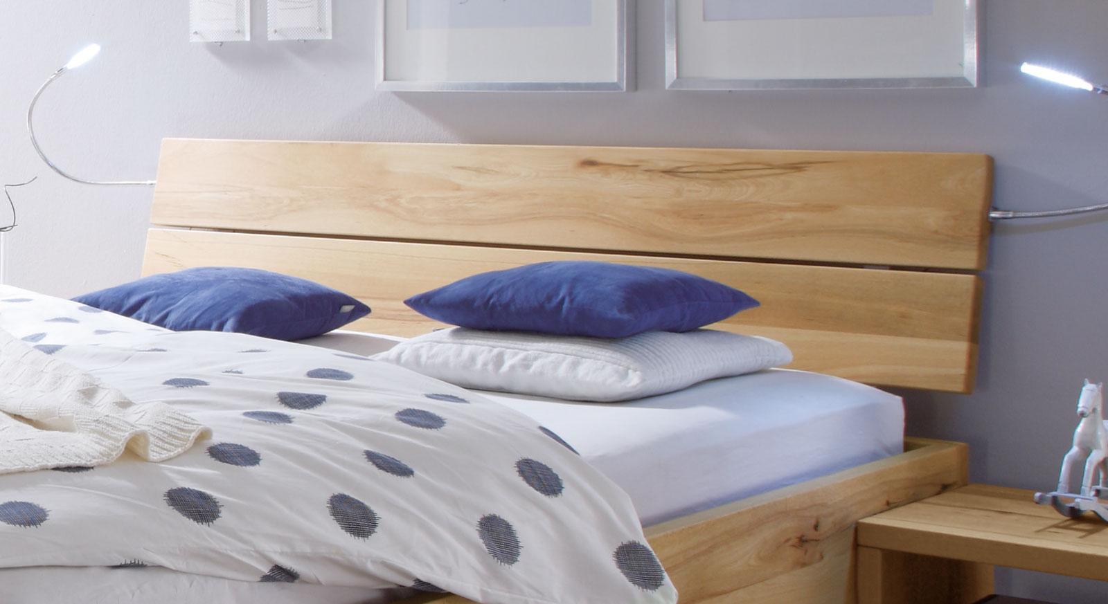 Bett Merubo aus Wildbuche inklusive Kopfteil zum Anlehnen