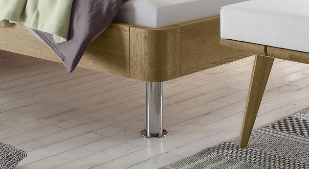Bett Mondoro mit abgerundetem Rahmen aus Holz