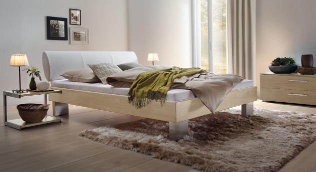 Bett Nuno aus weißer Buche und weißem Kunstleder