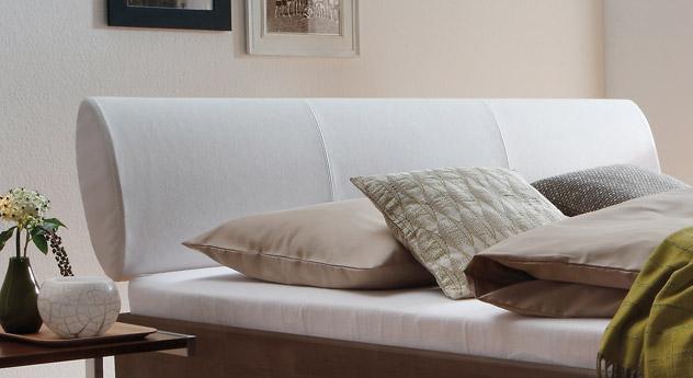 Bett Nuno mit Kopfteil aus weißem Kunstleder