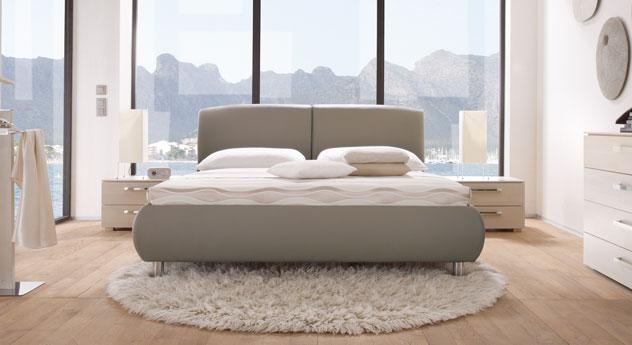 Das Bett Oristano in Taupe