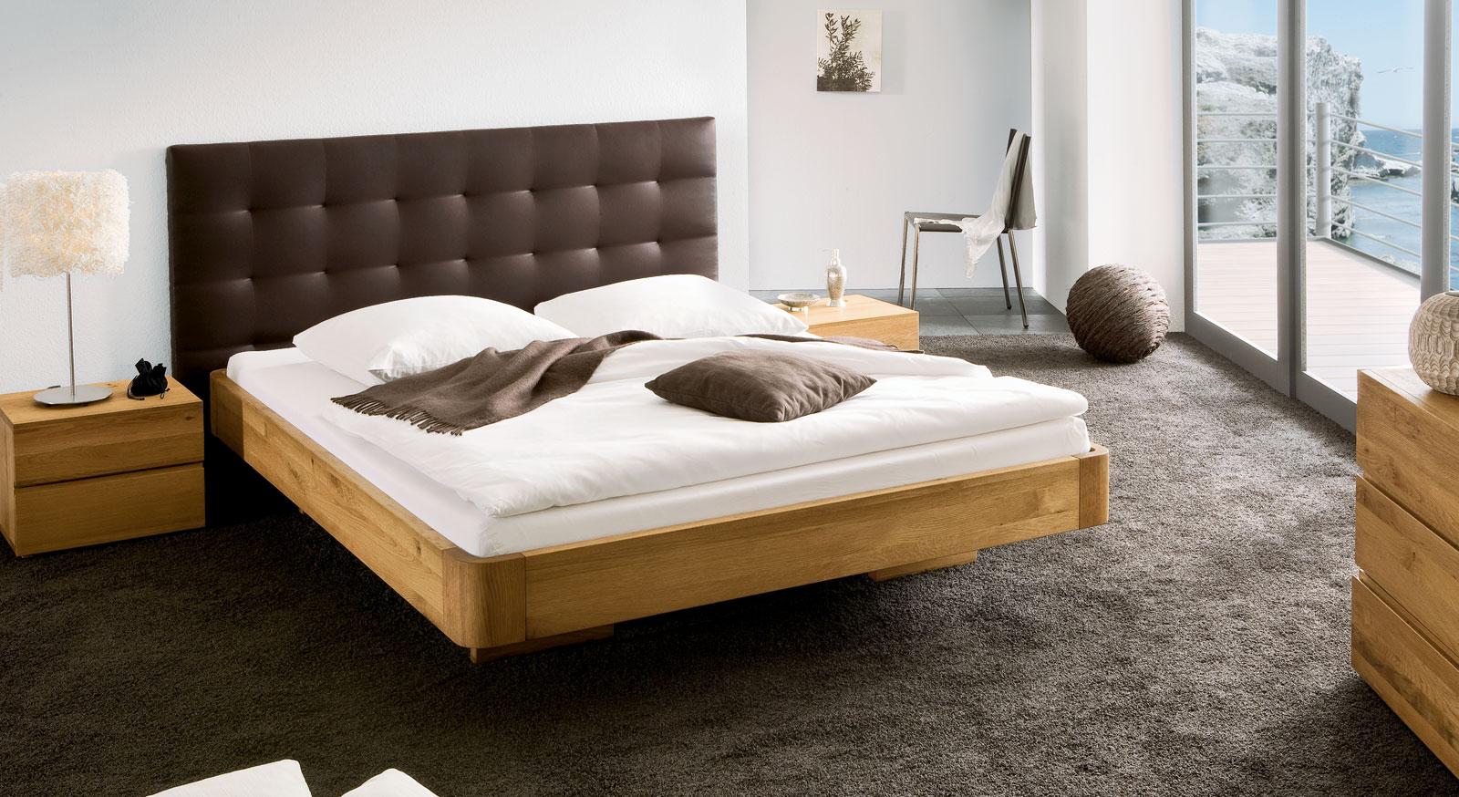 Bett schwebende optik aus eiche natur behandelt bett panama for Design versand