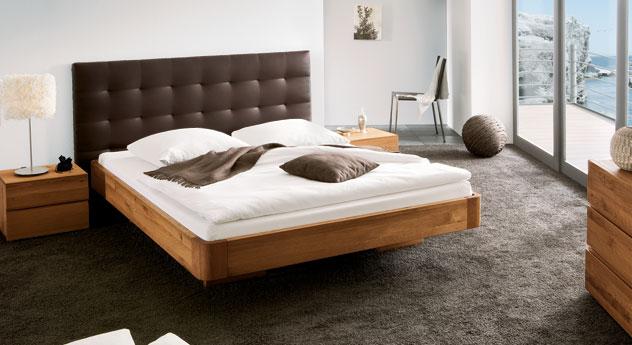 Bett Panama mit braunem Kunstleder und aus Eiche cognac