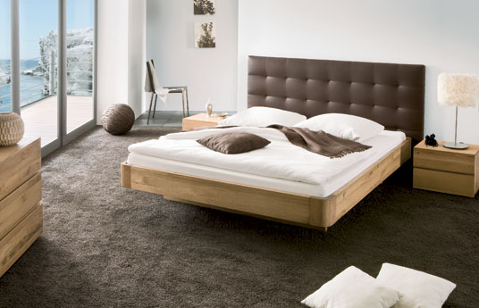 bett schwebende optik aus eiche natur behandelt bett panama. Black Bedroom Furniture Sets. Home Design Ideas