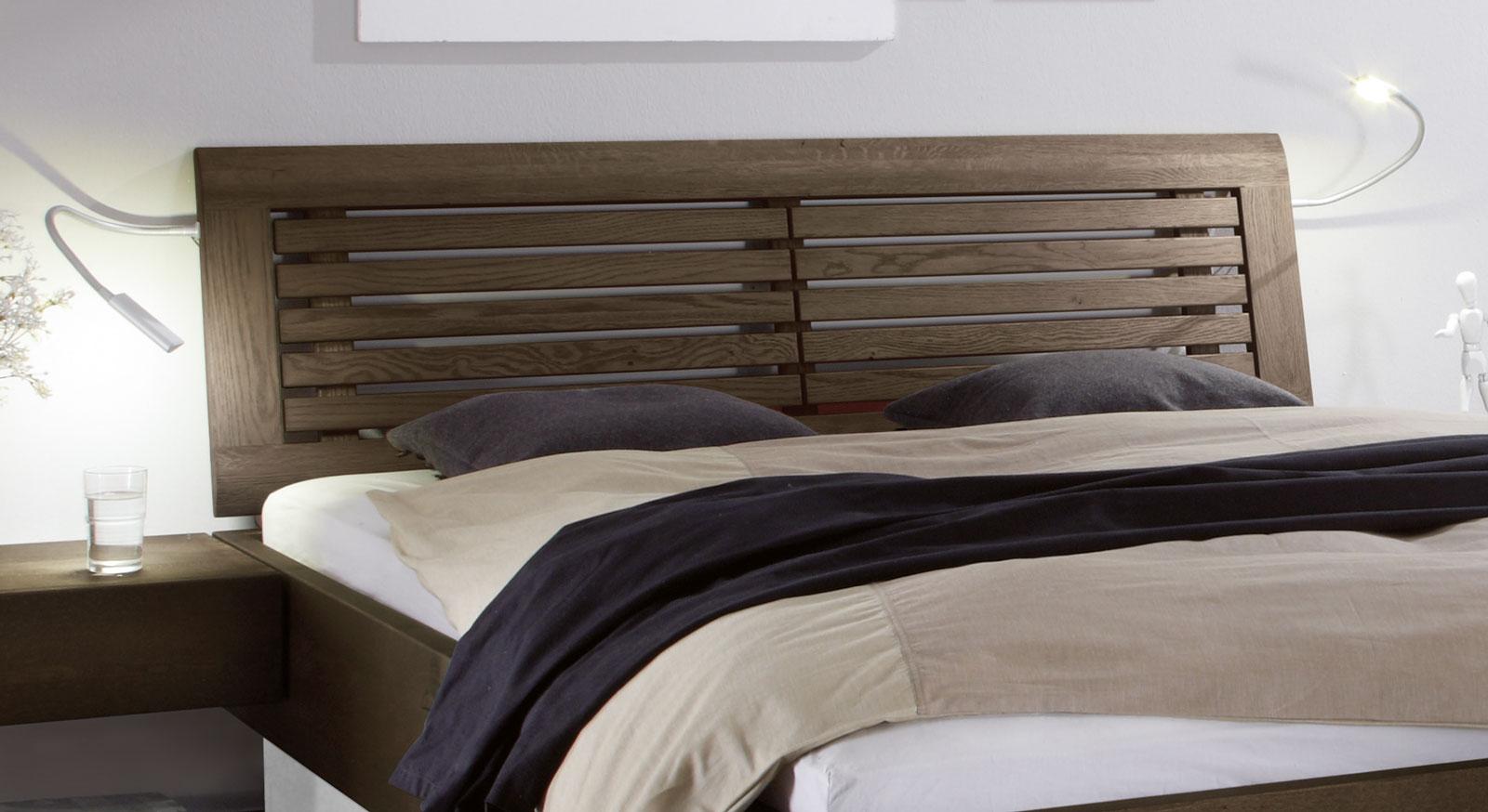Bett Patea inklusive modernem Sprossenkopfteil