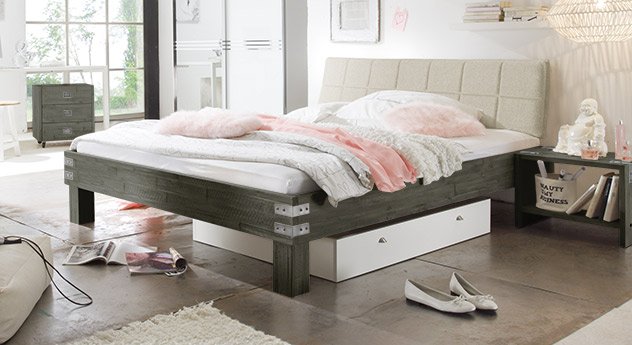Bett Pica in grauer Akazie mit Metall-Beschlägen