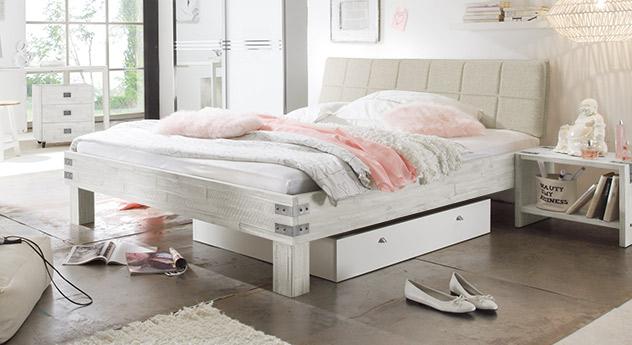 Bett Pica in weißer Akazie mit Metall-Beschlägen