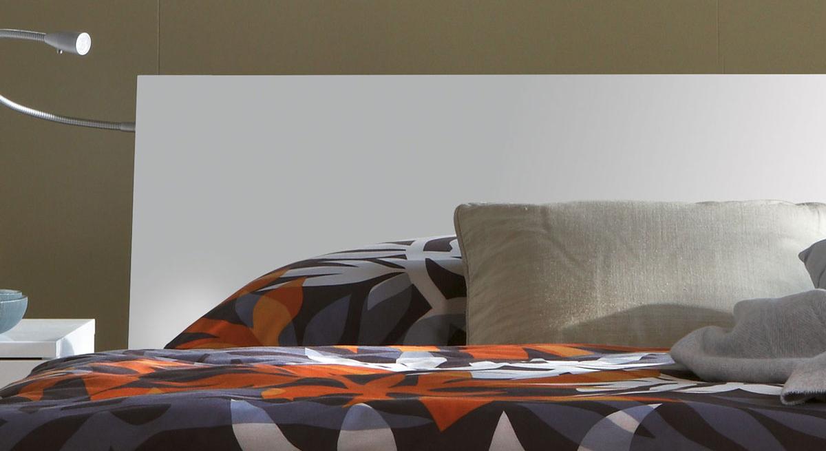 Bett Piceno mit ergaenzendem Kopfteil