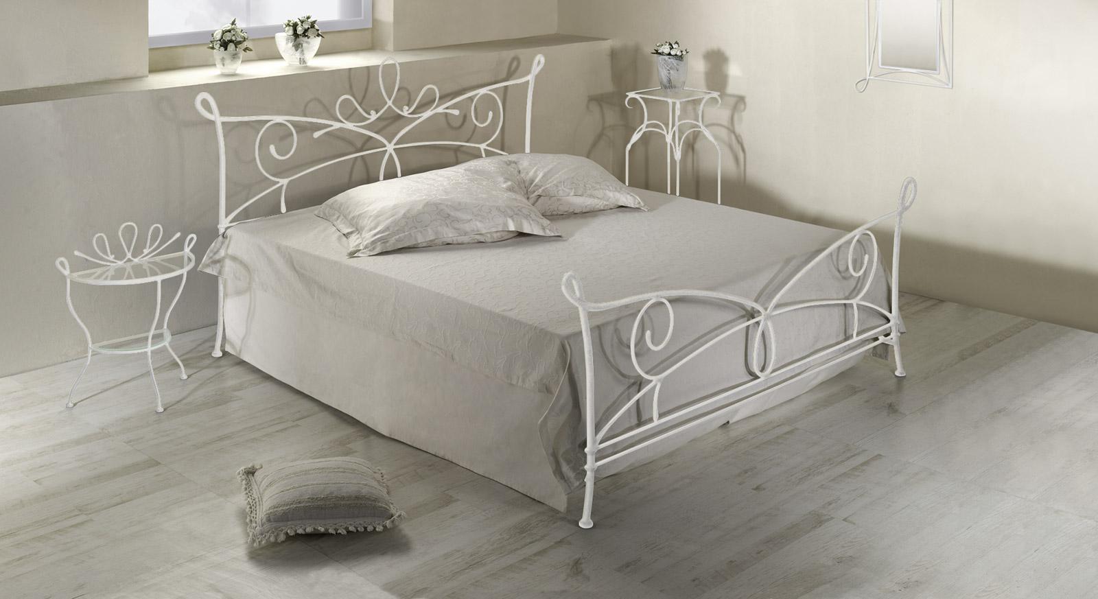 Bett Porco in weißem, silber gewischten Metall