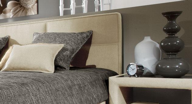 Bett Quintino aus Webstoff mit gepolstertem Kopfteil