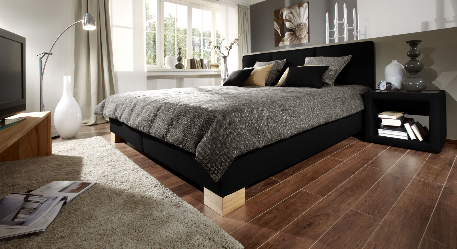 Elegantes Bett in Stoffbezug in schwarz