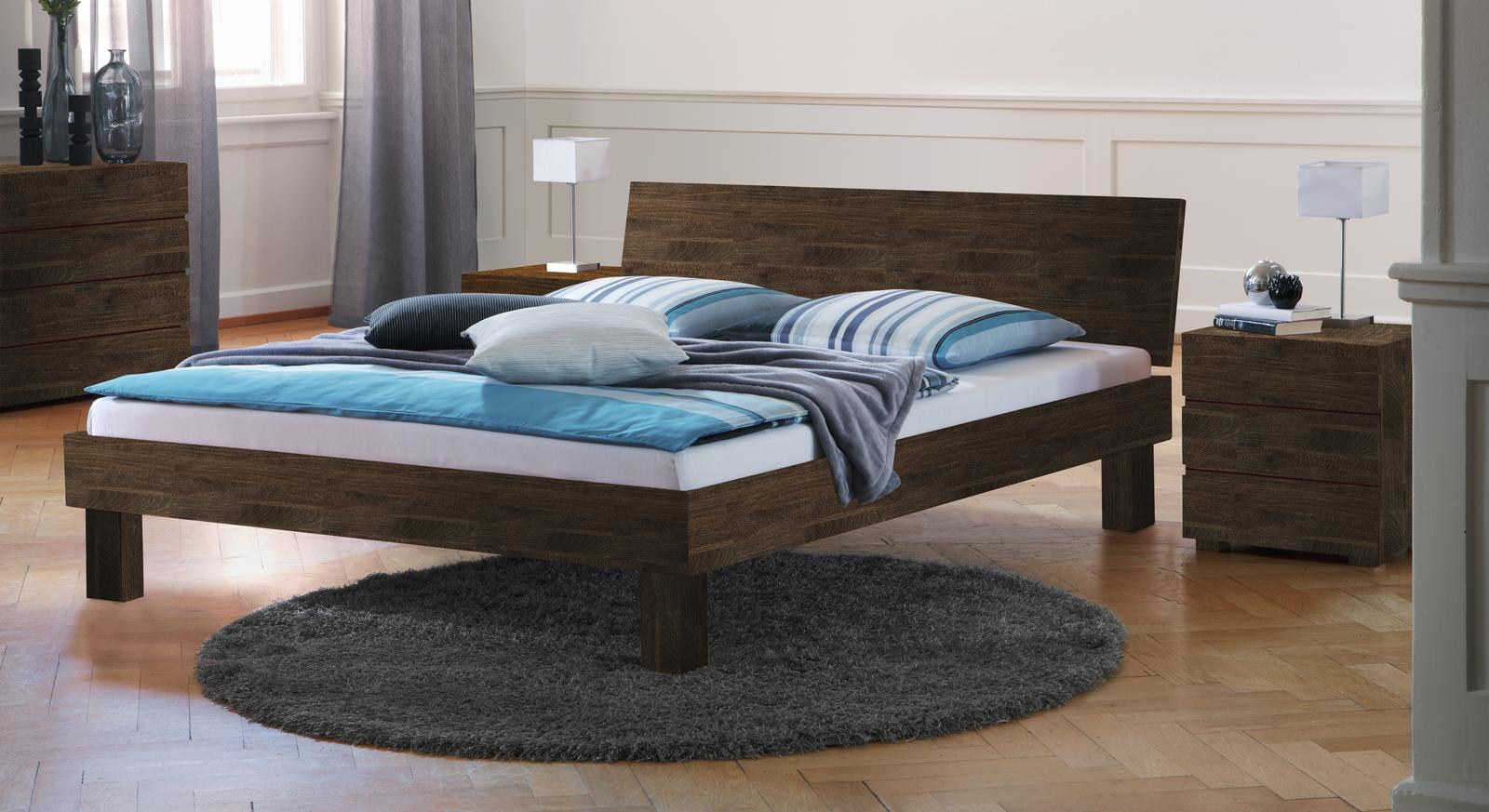"Bett ""Riga"" mit tollen Holzmaserungen"