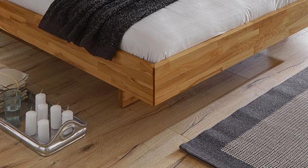 Bett Rimini mit nach innen versetzten Füße und Schweberahmen