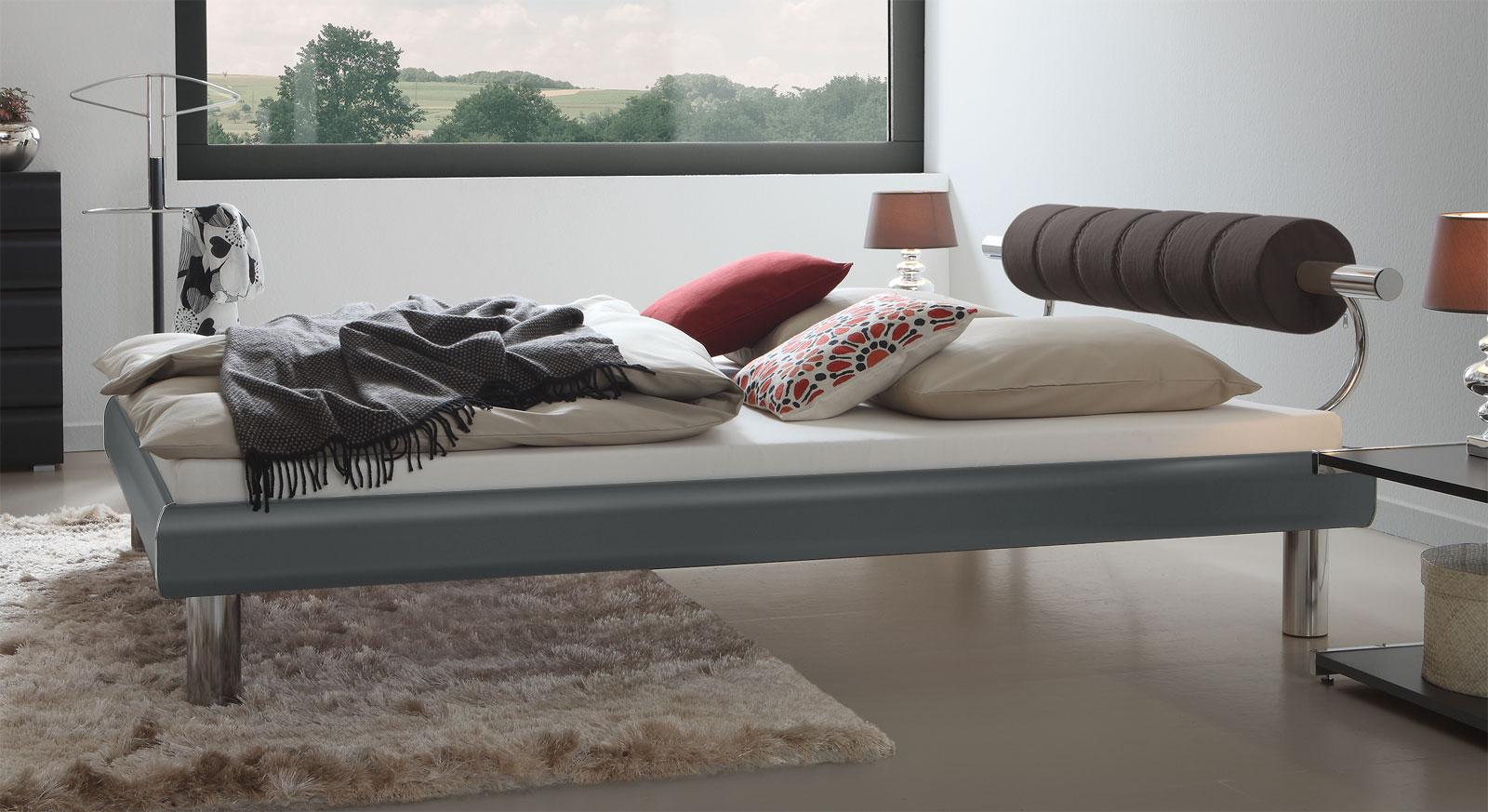Bett Rocio mit 20cm Fußhöhe - Ein Blickfang in Anthrazit
