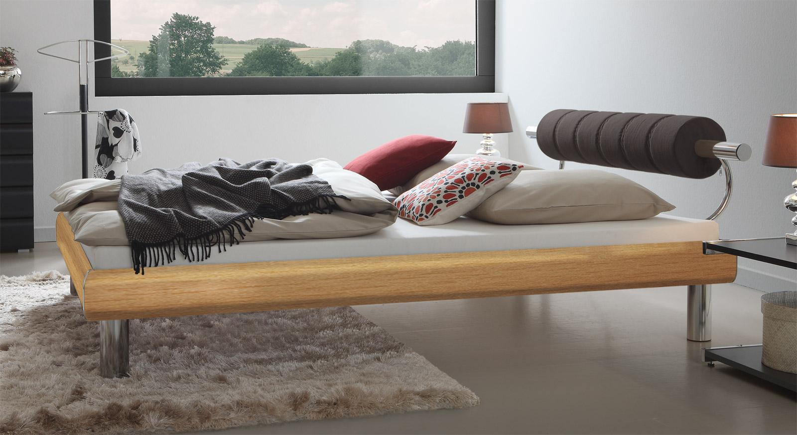 Bett Rocio in Buche mit modischem Kopfteil und 20cm hohen Bettbeinen
