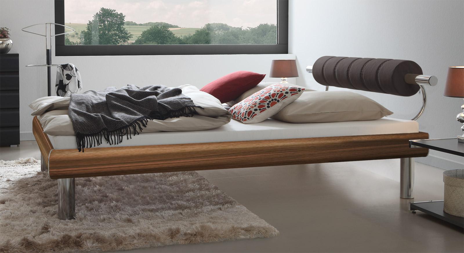 Bett Rocio in Nussbaumfarben mit komfortablem Kopfteil mit 25cm Fußhöhe