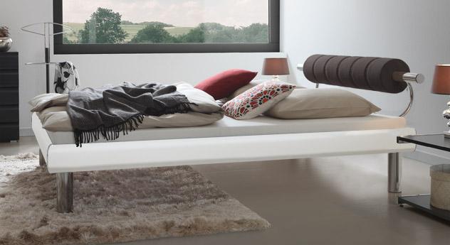 Bett Rocio mit 25cm hohen Beinen in Weiß