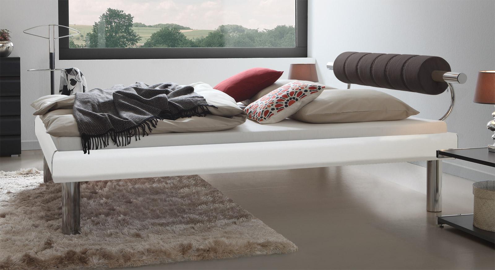 Elegantes Bett Rocio in Weiß mit 30cm hohen Bettbeinen