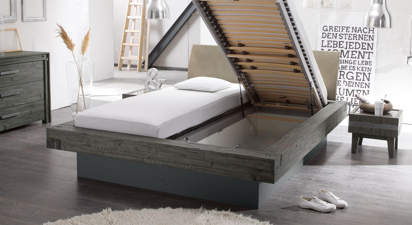 bett mit viel stauraum stauraumbett selbst bauen. Black Bedroom Furniture Sets. Home Design Ideas
