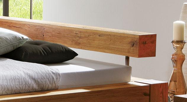 Bett Rustico mit Balken-Kopfteil