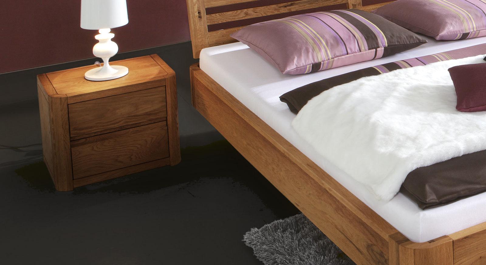 Bett Salerno Eiche Natur mit passendem Nachttisch