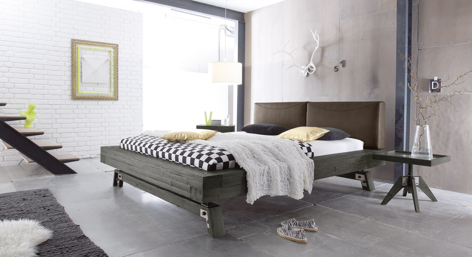 Massivholz bett in grau aus akazie salo for Bett industriedesign
