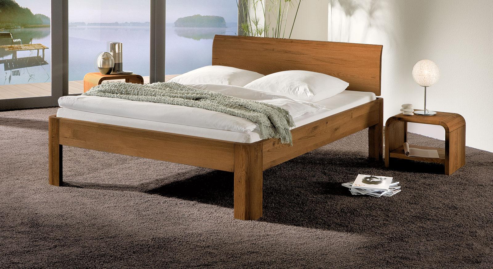 Bett Santa Clara in Eiche Cognac und 30cm Fusshöhe