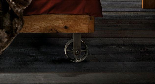 Bett santo mit stabilen rollen und bremse