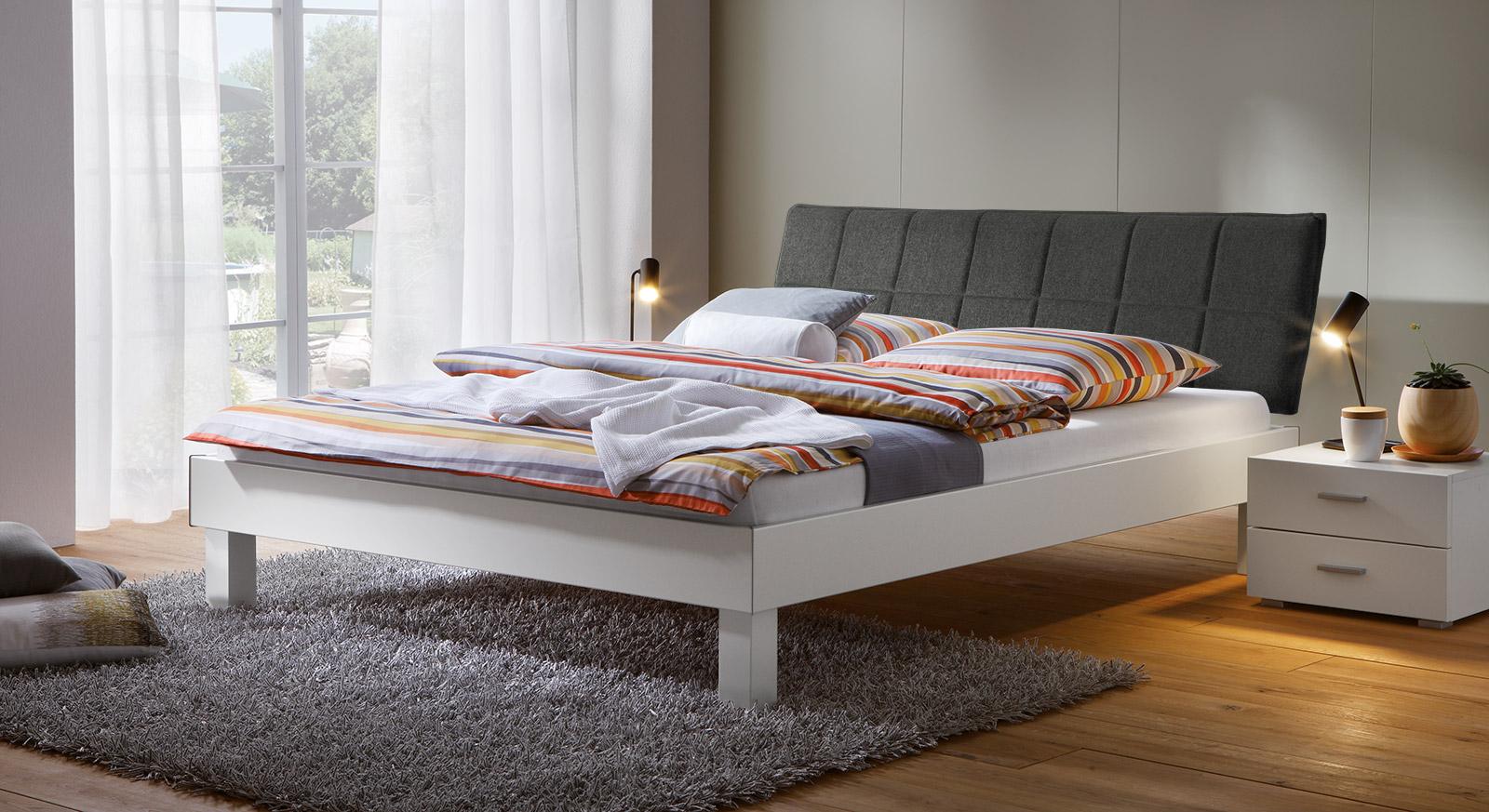 Bett Sierra mit 20cm Fußhöhe und Kopfteil in Anthrazit