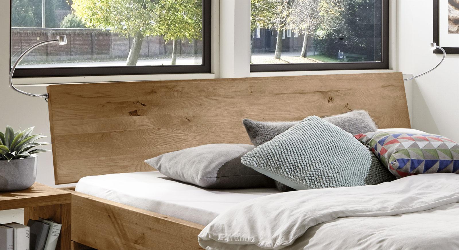 Bett Sillaro mit Massivholz-Kopfteil aus Wildeiche natur