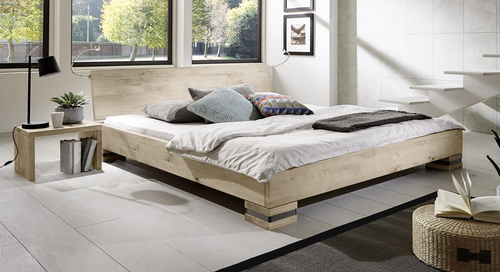 Massivholz-Bett Sillaro in weißer Wildeiche.