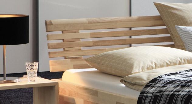 Zeitloses Bett Sunrise mit elegantem Sprossen-Kopfteil.