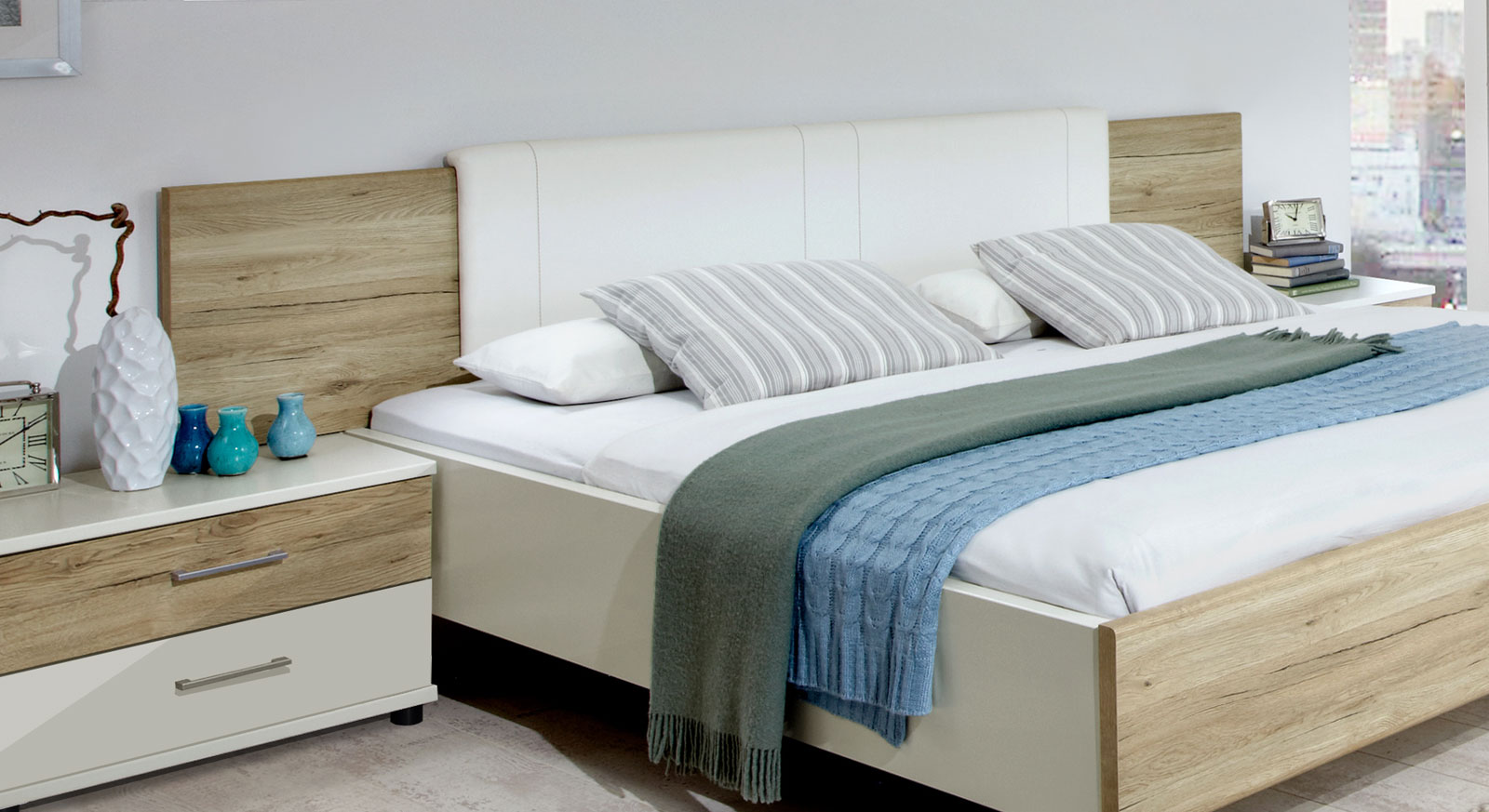 Bett Swansea mit breitem Kopfteil inklusive Kopfteilpolster