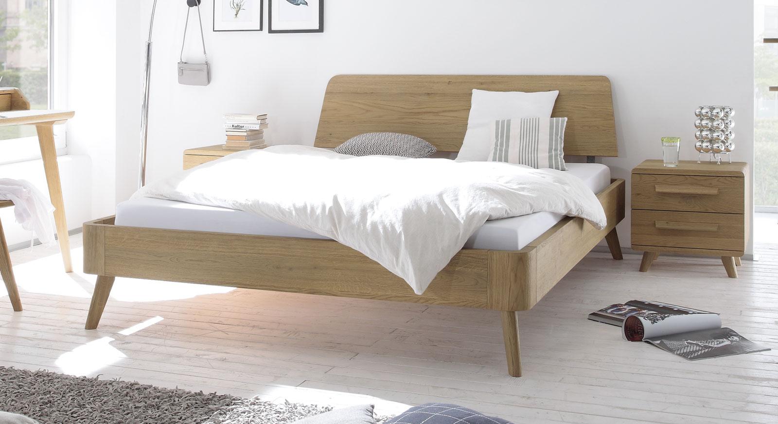 Eichenbett massiv geölt mit Vintage-Kopfteil und -Füßen - Teko