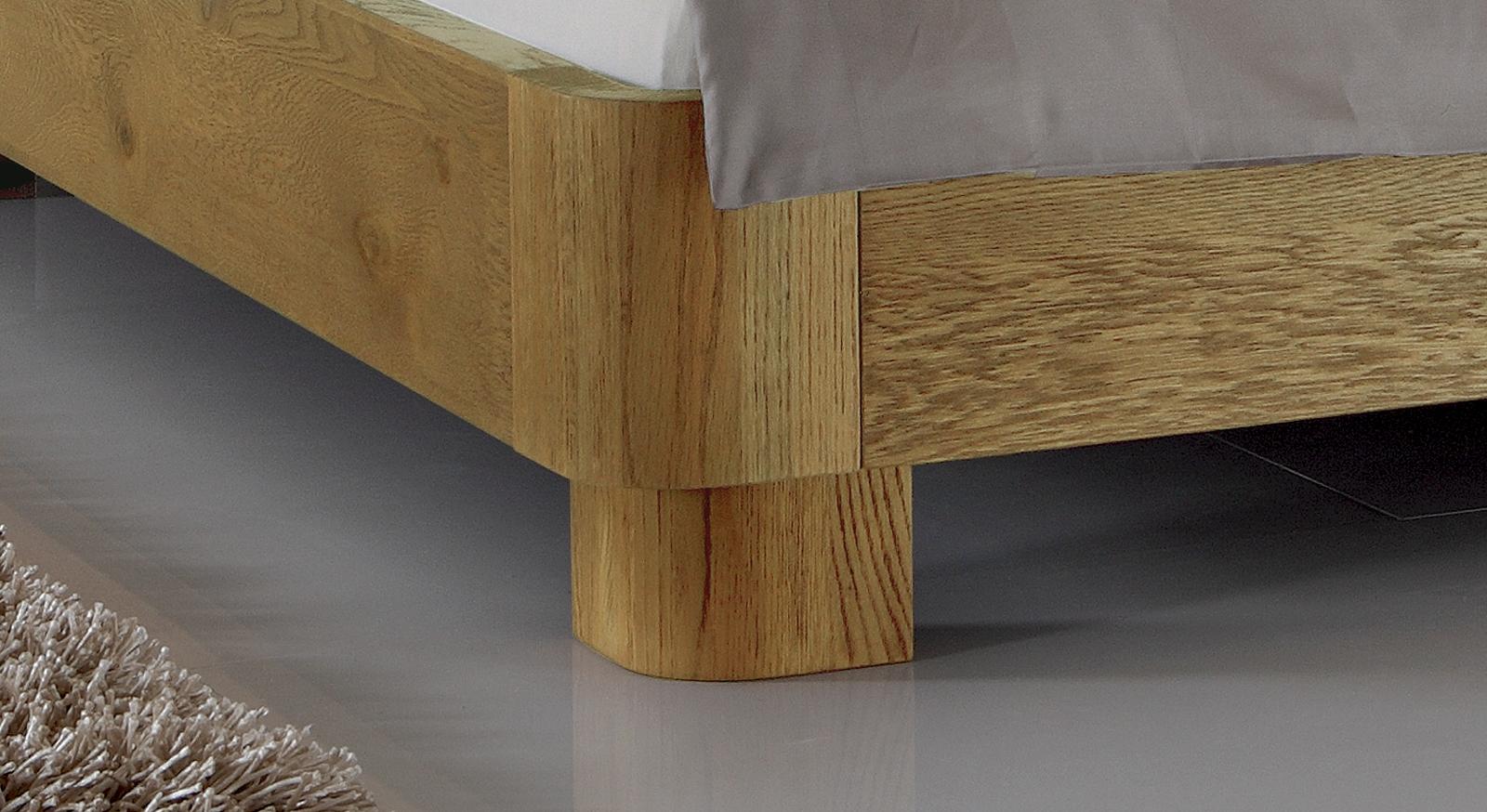 Bett Tirana mit robusten Bettfuß aus Massivholz