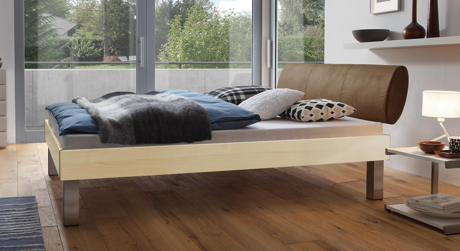 Designerbett Trani in Ahorn mit einer Fußhöhe von 25cm