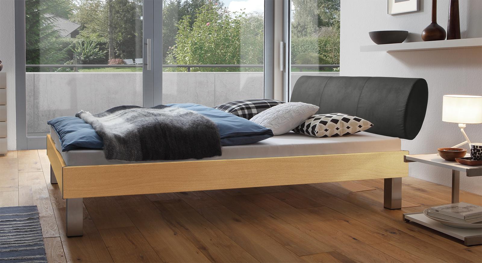 Designerbett Trani in Buche mit einer Fußhöhe von 20cm