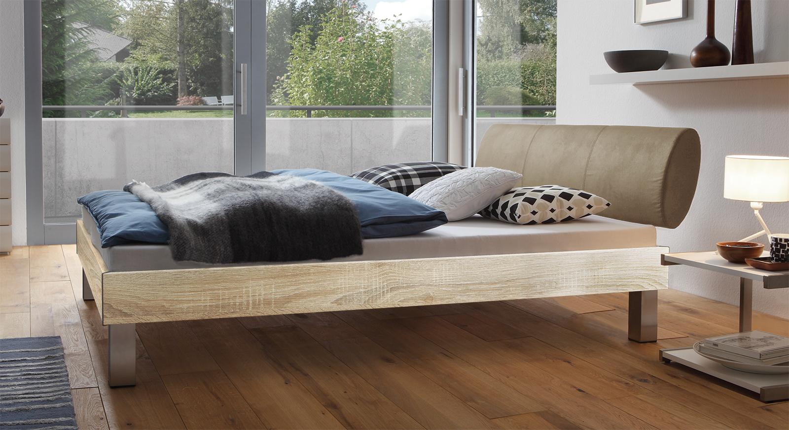 Designerbett Trani in Eiche mit einer Fußhöhe von 20cm
