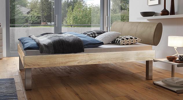 Designerbett Trani in Eiche mit einer Fußhöhe von 30cm