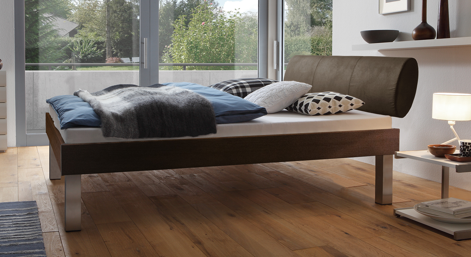Designerbett Trani in Ferrara mit einer Fußhöhe von 30cm