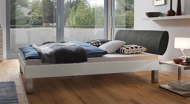 Designerbett Trani in Metallfarben mit einer Fußhöhe von 20cm