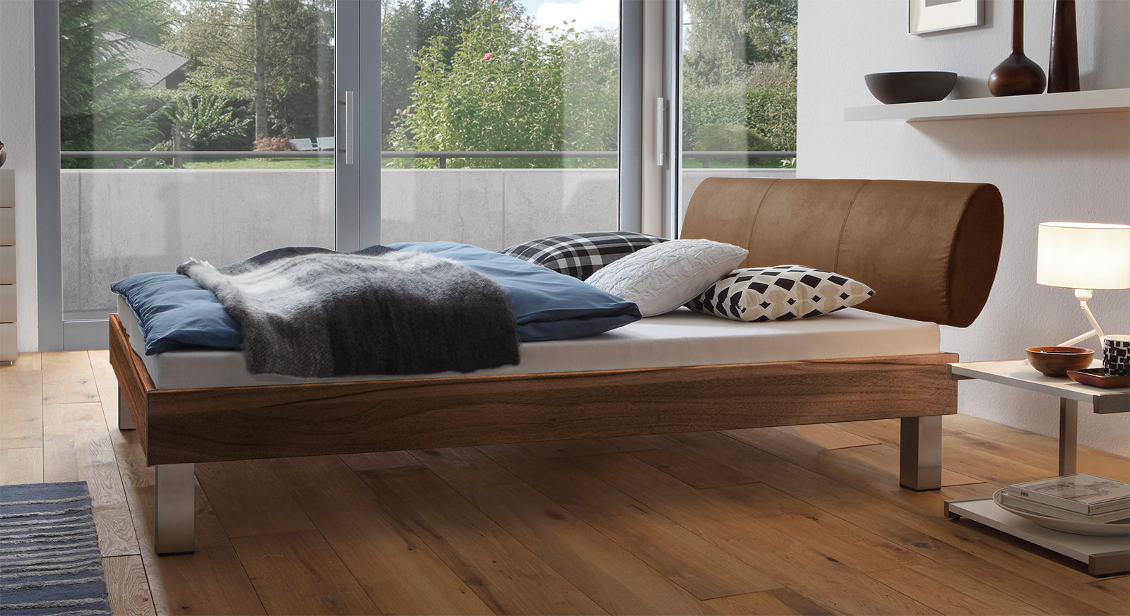 Designerbett Trani in Nussbaum mit einer Fußhöhe von 20cm