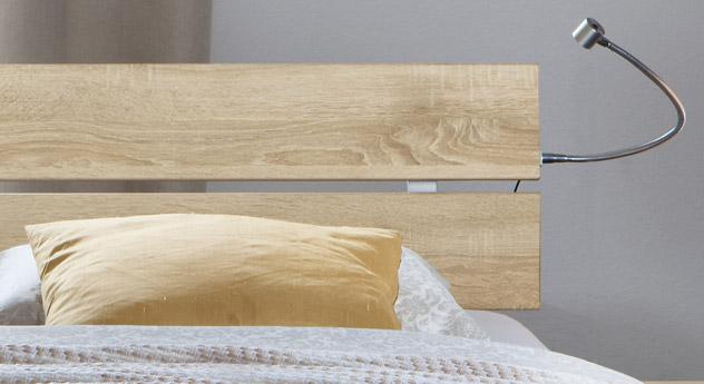 Das Bett Treviso aus MDF, Eiche mit Kopfteil