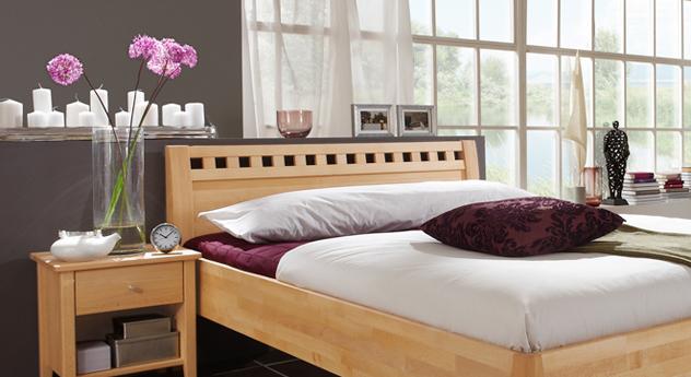 Bett Triest mit komfortabeler Höhe und stilvollem Kopfteil